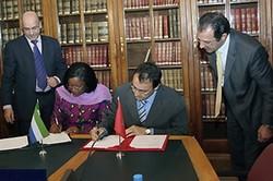 Signature d'un accord de libéralisation du transport aérien entre le Maroc et La Sierra Leone en 2008