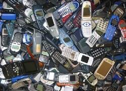 455 téléphones portables dans les sacs d'un steward