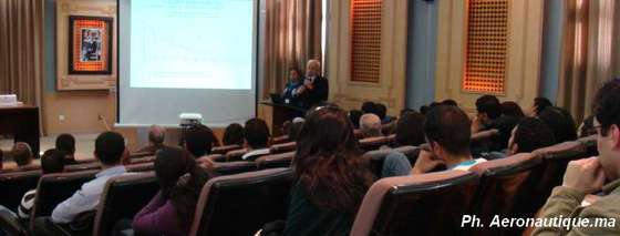Mr VILLE présentant les défis de la construction aéronautique civile