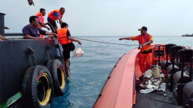 Un avion de Lion Air s'abîme au large des côtes indonésiennes faisant 189 morts