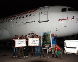 Libye: Une centaine de manifestants bloquent le décollage d'un avion de Tunisair