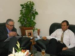 Mr Amara rencontre Mr Benbrahim au sein du Ministère de l'industrie du Commerce et des Nouvelles Technologies