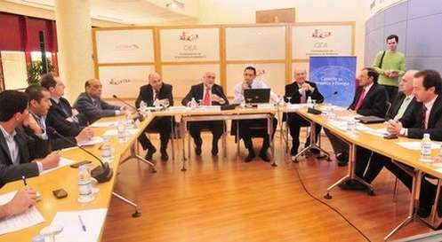 Conférence sur les opportunités d'investissement dans le secteur aéronautique à la Confederación de Empresarios de Andalucía