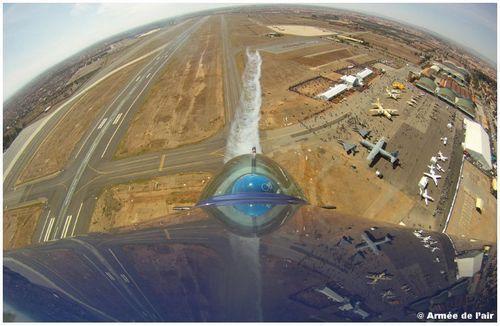Belle vue embarquée du Salon depuis un avion Extra 330