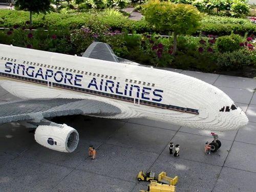 Le plus grand avion jamais fabriqué...en pièces de Lego
