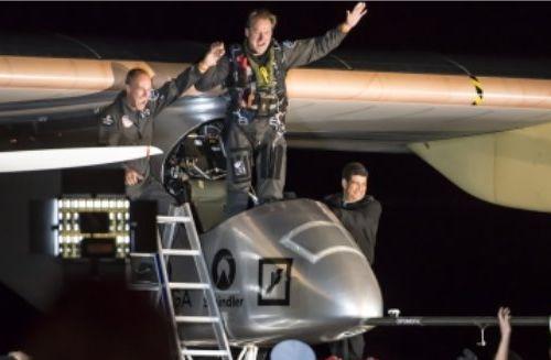 Solar Impulse atterrit à Ouarzazate après 17 heures de vol