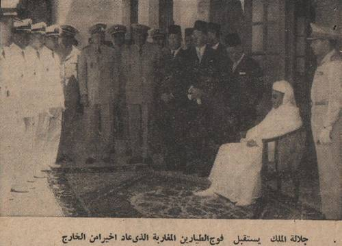 Feu MohammedV recevant les premiers pilotes Marocains