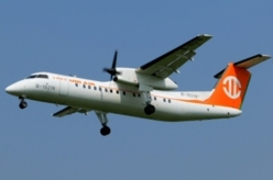 Dash-8 d'UNI AIR