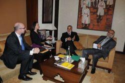 Miranda Stobbs en discussion avec Abdelilah Benkirane, chef du gouvernement marocain