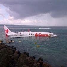 Un Boeing 737-800, avec 108 personnes à bord, s'abîme en mer sans faire de morts
