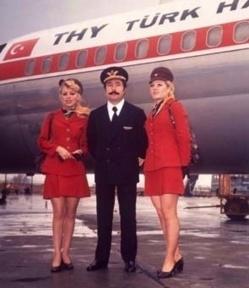 Plus de rouge à lèvres de couleurs vives pour les hôtesses de Turkish Airlines