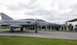 Un Mirage III militaire recyclé en bar à Zürich