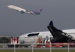Thai Airways: Logo noirci après un dérapage hors de la piste à l'aéroport de Bankok