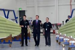 David Cameron inaugure la nouvelle usine de fabrication et d'assemblage d'ailes de Bombardier à Belfast