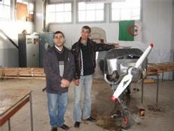 Mr. Hamoud Benkebaili, Mr. Adel Mohamed Belarbi et le Premier prototype « CHIRAD 1 »