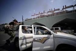 L'aéroport de Tripoli fermé après l'explosion de deux roquettes sur une piste d'atterrissage