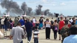 Crash d'un Biplan lors du Travis Air Force Base air show en Californie