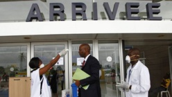 """Royal Air Maroc continue de briser la """"mise en quarantaine"""" des pays africains touchés par Ebola."""