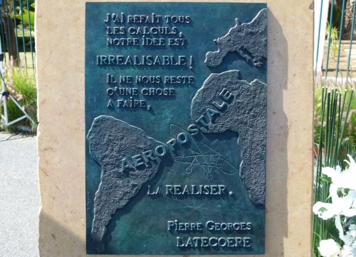 Stèle commémorative à l'aéroport MohammedV