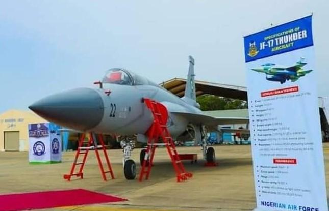 Pakistan Aeronautical Complex livre trois avions de combat JF-17 à l'armée de l'air nigériane