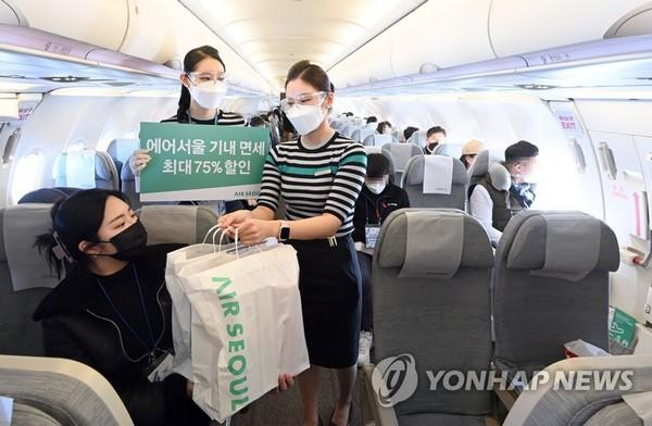 Vente des produits hors taxes dans un vol vers nulle part (Ph. Yonhap)