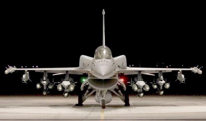 F16 in Hangar - Ph. LH Martin
