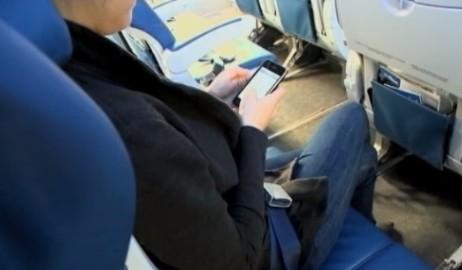 Les téléphones portables et tablettes peuvent rester allumés dans les avions européens