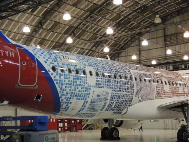 La compagnie brésilienne TAM couvre un A320 avec 10 000 photos de ses passagers