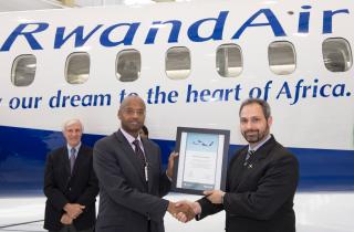 Rwandair reçoit à Toronto un biturbopropulseur Q400 NextGen
