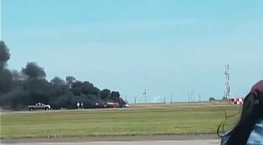 Crash d'un Biplan lors du Travis Air Force Base air show en Californie