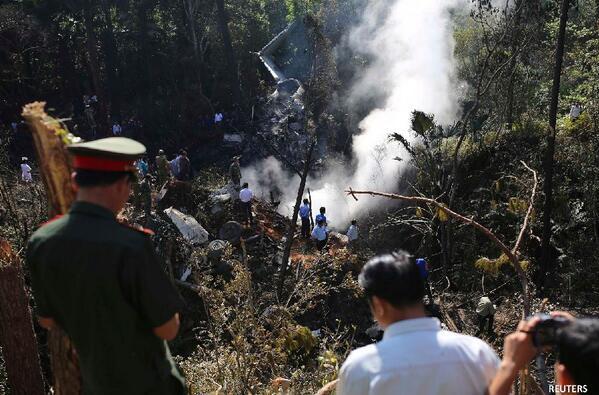 Crash d'un avion militaire au Laos transportant le ministre de la défense