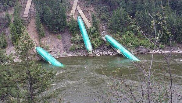 Des Boeing dans une rivière en plein cœur du Montana