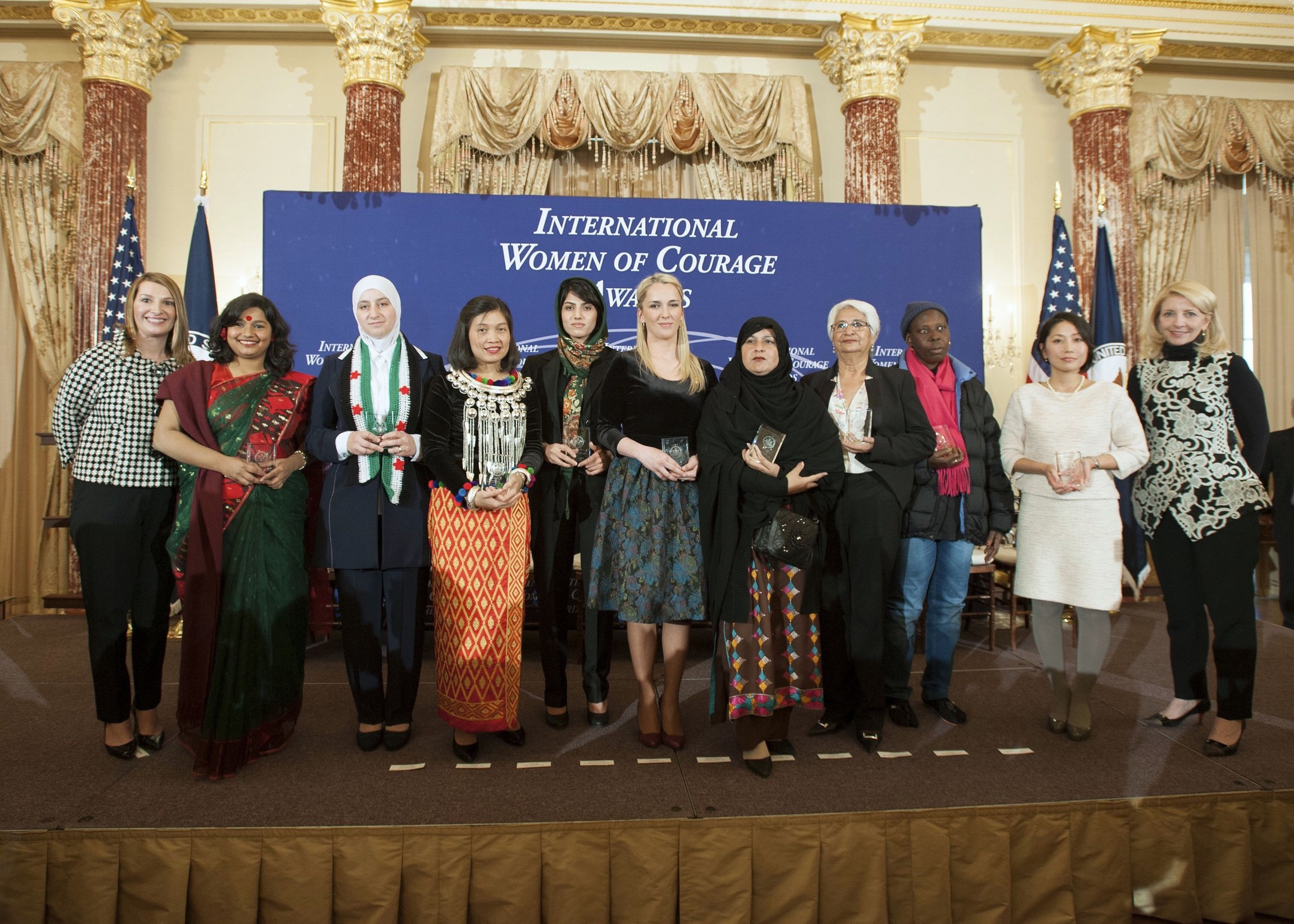La pilote Niloofar Rahmani reçoit le prix de l'International Women of Courage Awards 2015