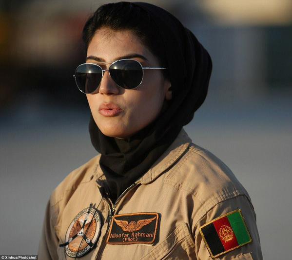 La pilote Niloofar Rahmani reçoit le prix de l'International Women of Courage Awards 2015