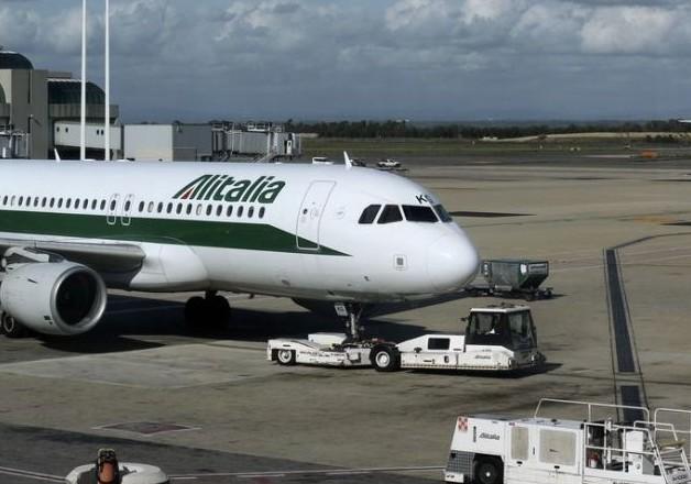 Italie: Trois Algériens s'enfuient d'un avion en transit en ouvrant les sorties de secours