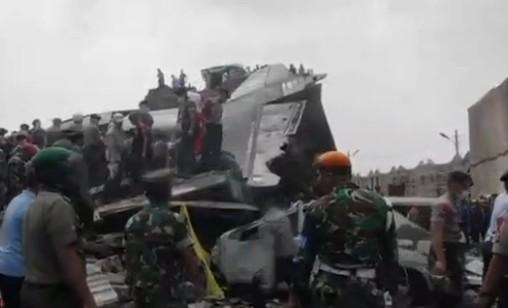 Indonésie: 116 morts au moins dans le crash d'un C-130