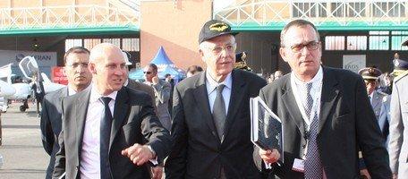 Mr ElFassi accompagné de Mr Le Henaff (Commissaire du Salon) à  sa droite et Mr PINEAU (Président de l'agence organisatrice) à sa gauche - Ph. My Abdallah Alaoui