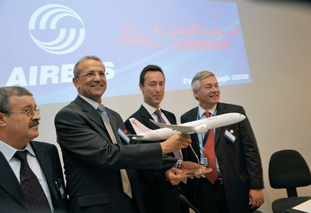 Farnborough: Tunisair confirme sa commande de 16 avions Airbus