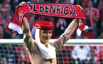 Huit hôtesses d'Emirates mettent le feu au stade Estádio da Luz (Vidéo)