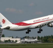 Farnborough 2014: Air Algérie commande deux avions moyen-courrier Boeing 737-700C