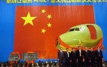 Le premier avion chinois montre son nez