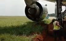 Un Boeing 777-300ER d'Ethiopean Airlines s'enfonce dans la boue en effectuant un virage